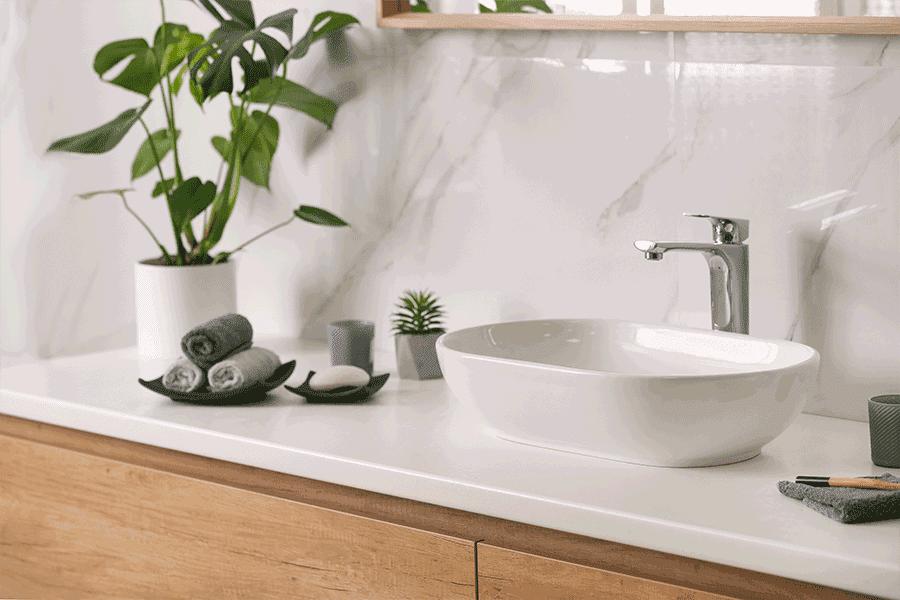 Come creare un bagno di hotel di lusso a casa tua: asciugamaneria