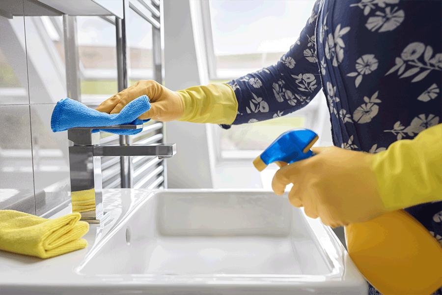 Guida alla pulizia e igiene: prodotti a base alcolica