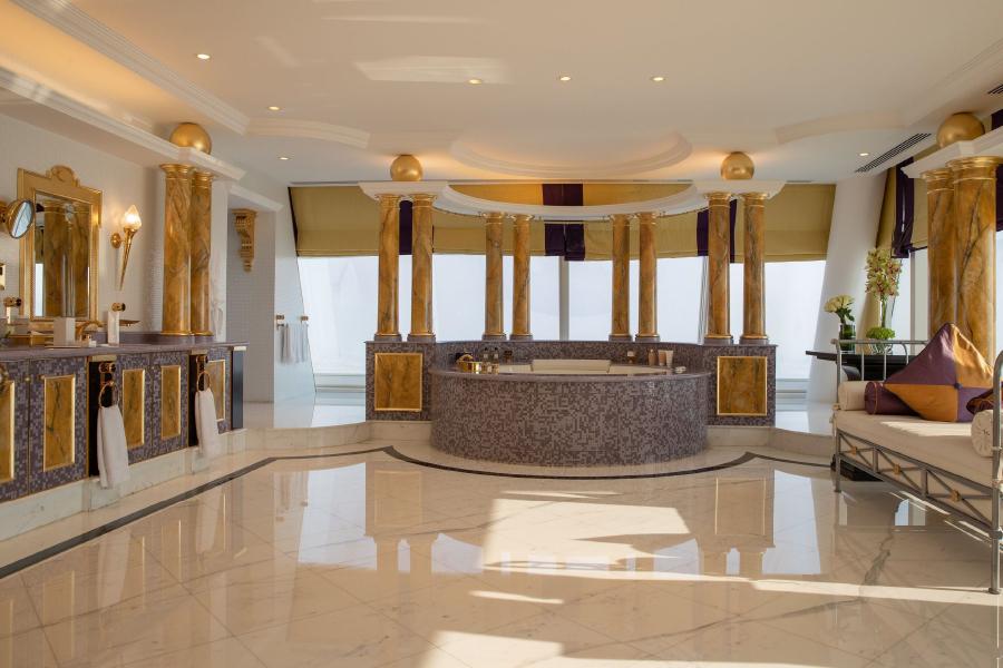 Come progettare bagni per hotel da sogno